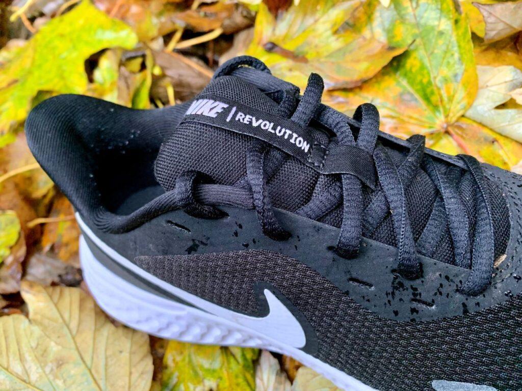 Nike Revolution 5 Tomaia